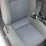 Изпрана предна седалка на кола
